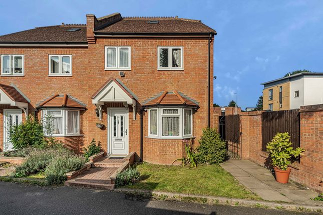 Thumbnail Terraced house for sale in Coombe Close, Hatfield
