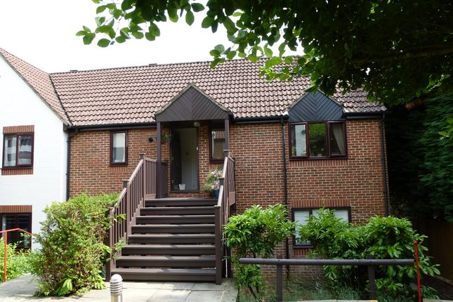 1 bed flat to rent in Rex Court, Haslemere GU27
