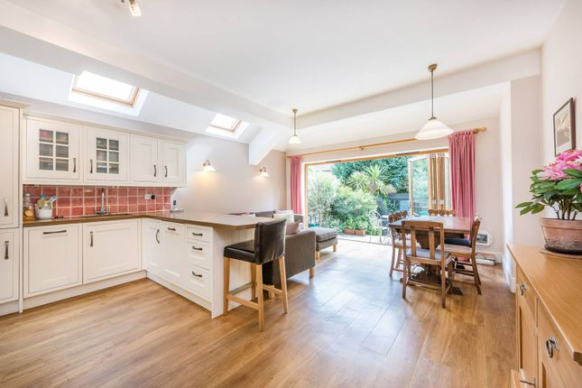 4 bed property for sale in Grantham Road, Chiswick