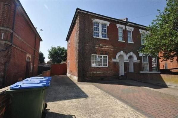 7 bed semi-detached house to rent in Alma Road, Southampton