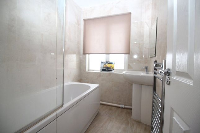 Thumbnail Property to rent in Kitchener Avenue, Gravesend, Kent
