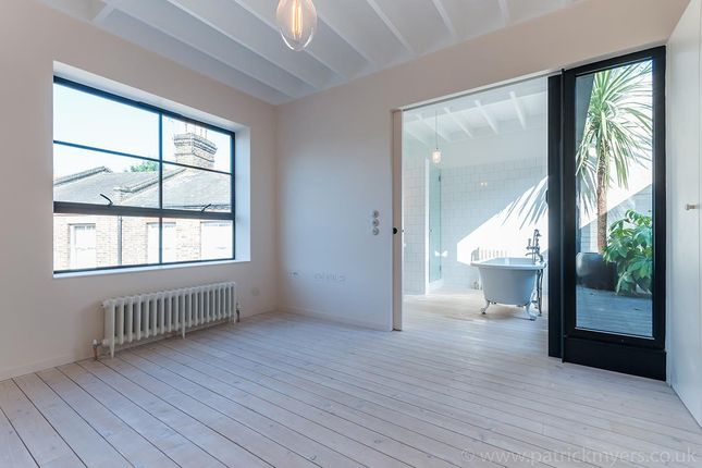 Thumbnail Mews house for sale in Hindsleys Place, London