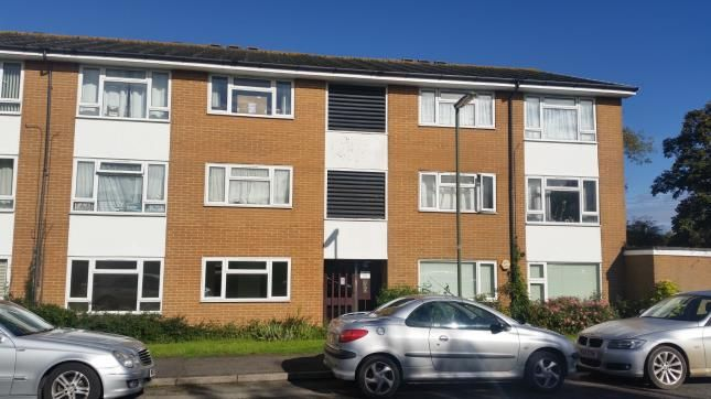 Thumbnail Flat for sale in Denton Close, Redhill, Surrey
