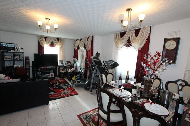 Thumbnail Flat for sale in Bolster Grove, Crescent Rise, London