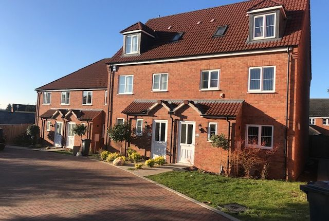 4 bed semi-detached house to rent in Harleston Close, Leicester LE5