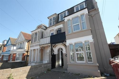 Thumbnail Flat to rent in Wellesley Road, Clacton-On-Sea
