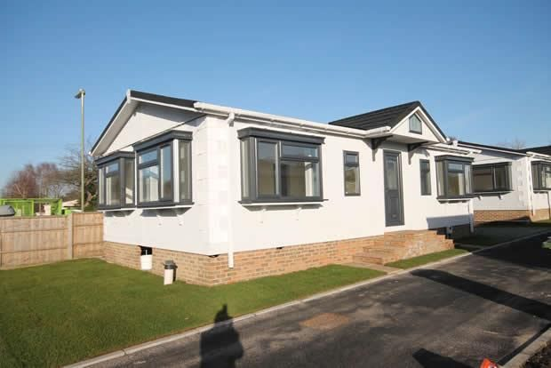 Thumbnail Mobile/park home for sale in Hill Corner Farm Park, Sandy Lane, Farnborough