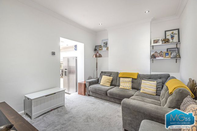 Thumbnail Flat to rent in Elm Park Road, Finchley, London