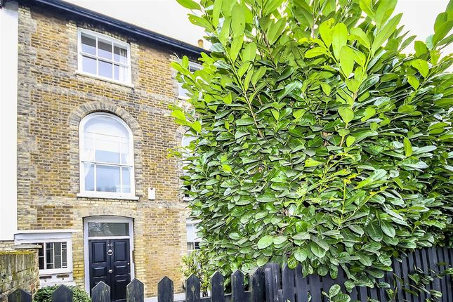 Thumbnail Flat for sale in Lower Richmond Road, London