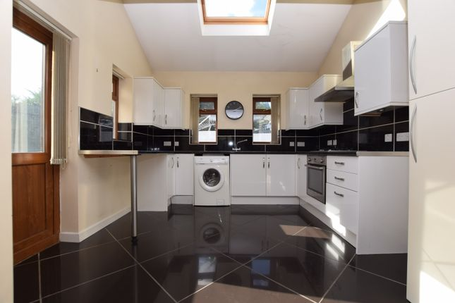 Thumbnail Detached house to rent in Queens Road, Bishopsworth, Bristol