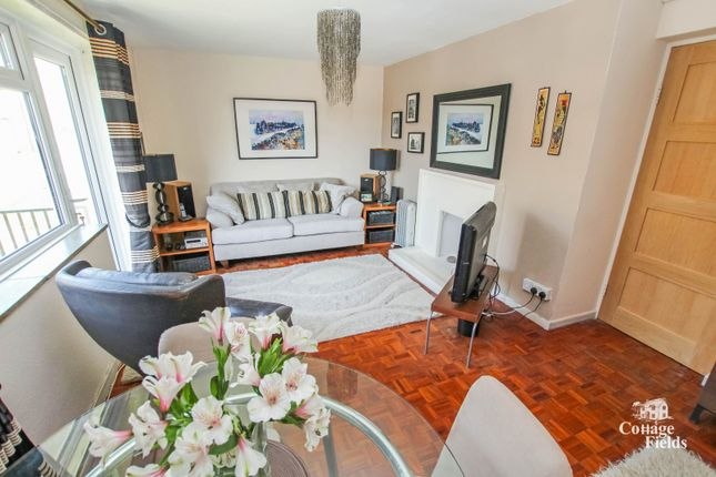 Brigadier Hill, Enfield Chase, En2- Spacious One Bedroom First Floor Flat With Balcony