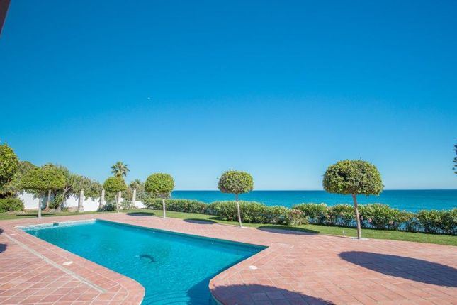 Thumbnail Detached house for sale in Beachfront, Guadalmina, Málaga, Andalusia, Spain