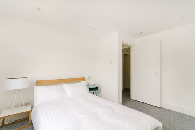 Thumbnail Flat to rent in Holmesdale Road, South Norwood