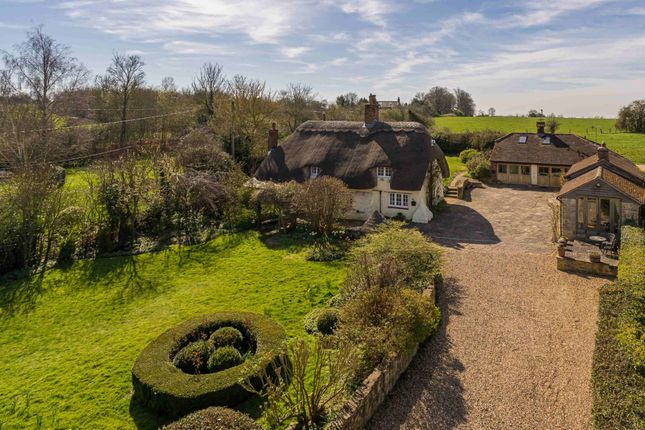 Thumbnail Cottage for sale in Eythrope Road, Stone, Aylesbury, Buckinghamshire HP17.