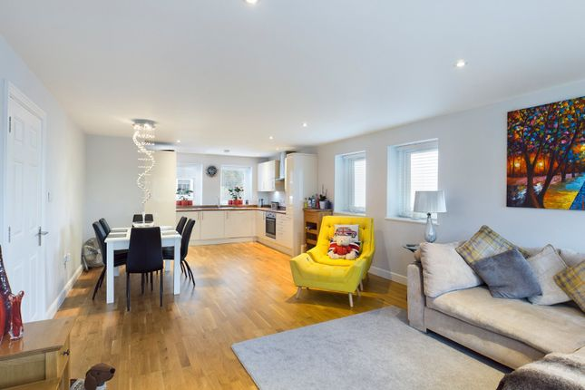 2 bed flat for sale in Eastworth Road, Chertsey, Surrey KT16