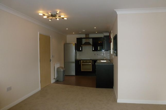 Thumbnail Flat to rent in Harwoods Road, Watford
