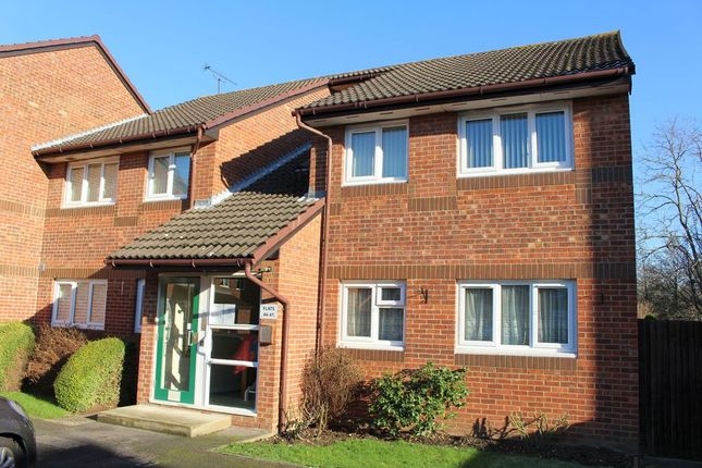 2 bed flat for sale in Manor Farm Court, Egham