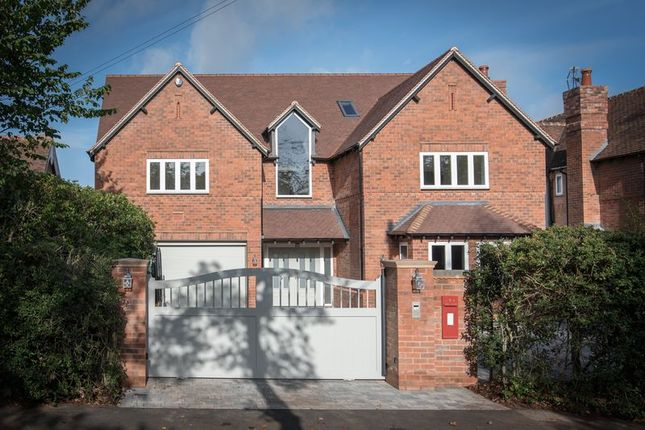 Thumbnail Detached house for sale in Avenue Road, Dorridge, Solihull