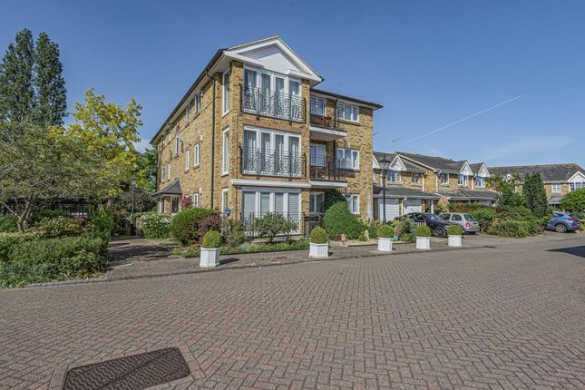 Flat for sale in Shepperton, Surrey