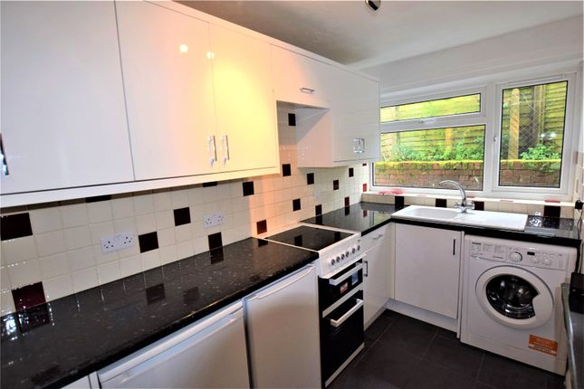 Flat to rent in Brae Hill Close, Aylesbury, Buckinghamshire