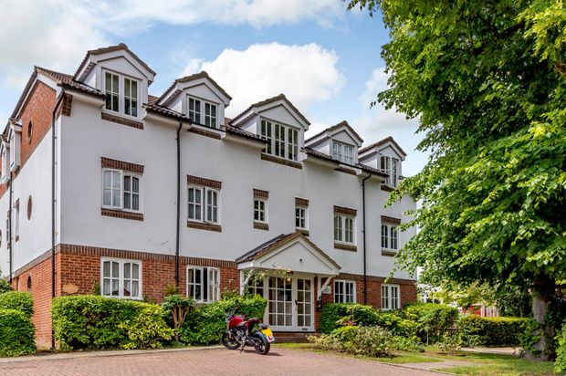 Thumbnail Flat for sale in Rosemont Close, Letchworth Garden City