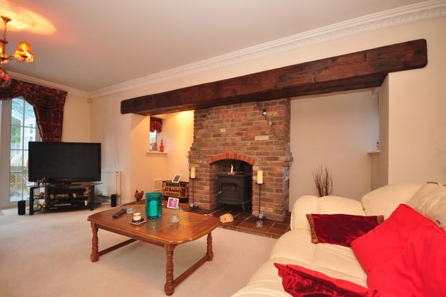Thumbnail Detached house to rent in Woodcote Grove Road, Coulsdon