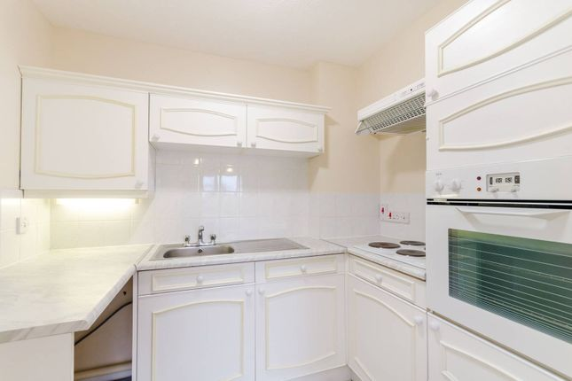 Thumbnail Flat to rent in Thicket Road, Sutton