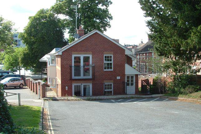 2 bedroom flat to rent in St Matthews Court, Clifton Road, Exeter