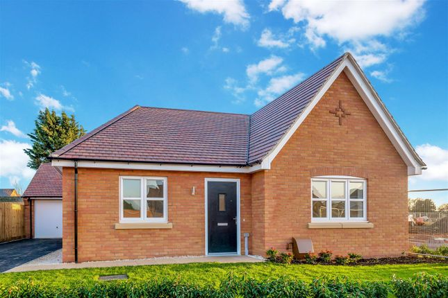 Thumbnail Detached bungalow for sale in Waterloo Road, Bidford-On-Avon, Alcester