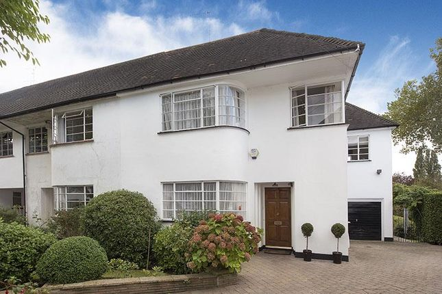 Thumbnail Cottage for sale in Kingsley Close, London