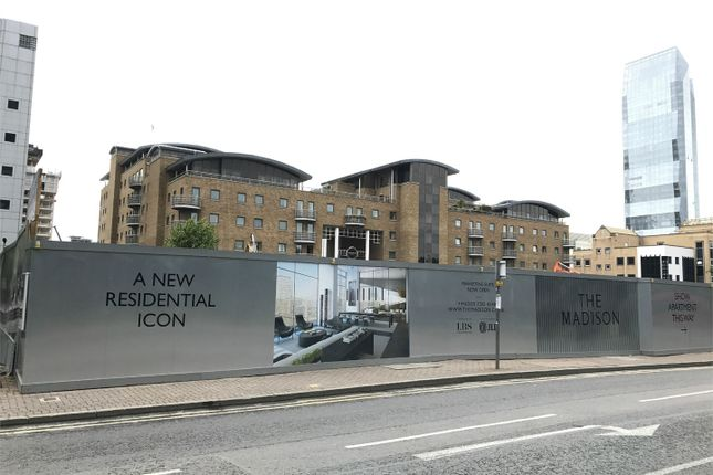 Thumbnail Property for sale in The Madison, Marsh Wall, London