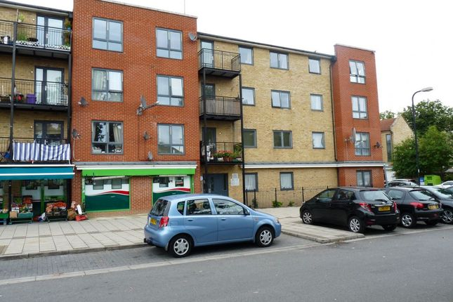 2 bed flat to rent in Hirst Crescent, North Wembley