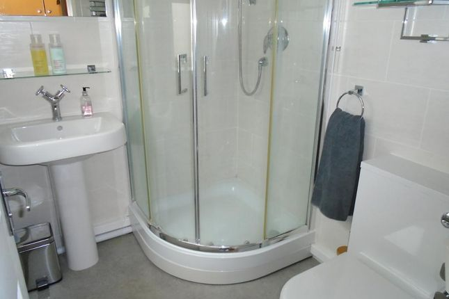 Gf Shower Room of De La Pole Avenue, Hull HU3