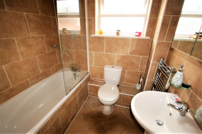 Bathroom of Turners Close, Ongar CM5