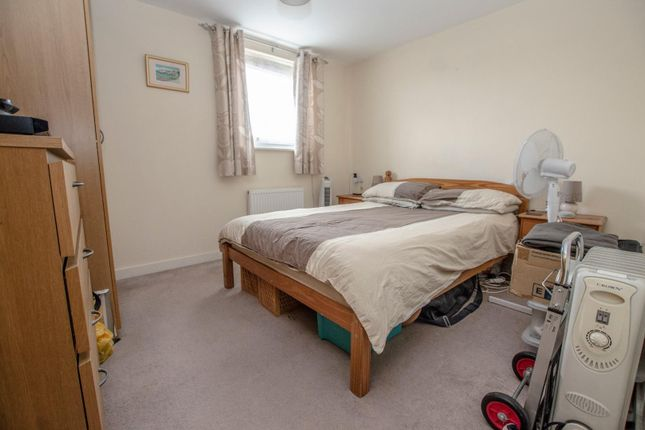 Flat for sale in Alexander Square, Eastleigh