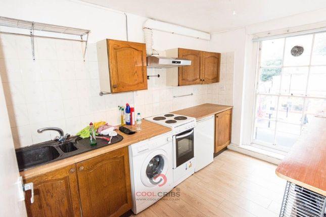 Flat to rent in Caledonian Road, Islington, London