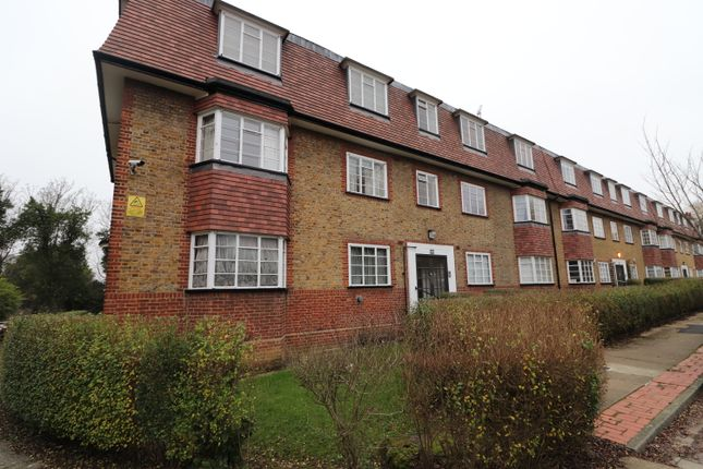 2 bed flat to rent in Denison Close, East Finchley, London