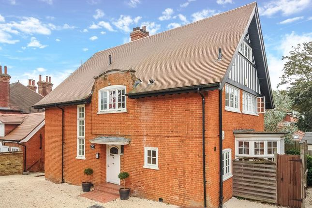 2 bed flat to rent in Nightingale Road, Rickmansworth