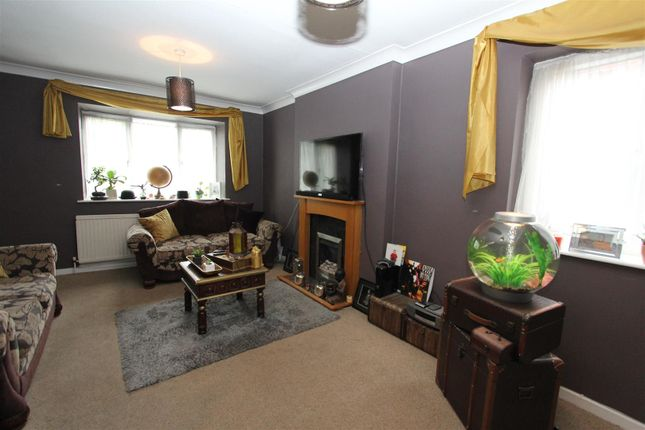 Thumbnail Flat to rent in Wycliffe Drive, Moortown, Leeds