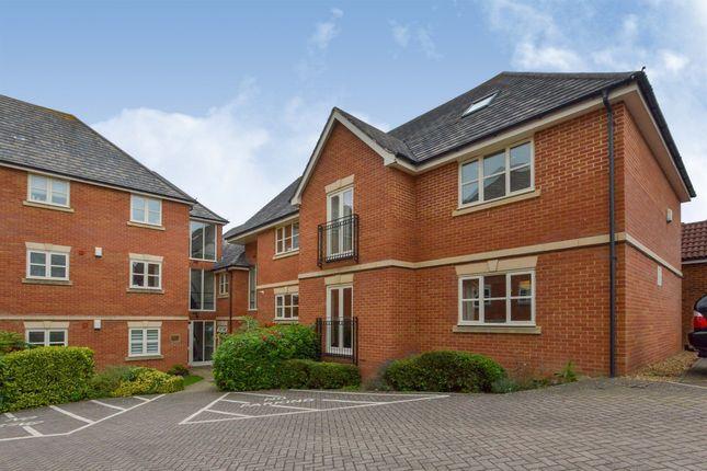 3 bed flat for sale in Darwin Close, Medbourne, Milton Keynes MK5