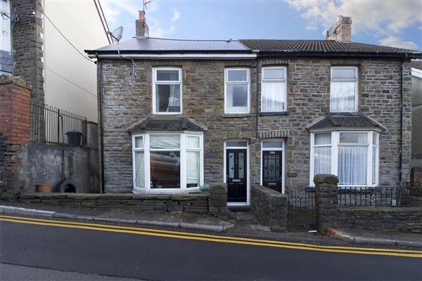 3 bed end terrace house to rent in Oaklands, Llantrisant Road, Pontypridd