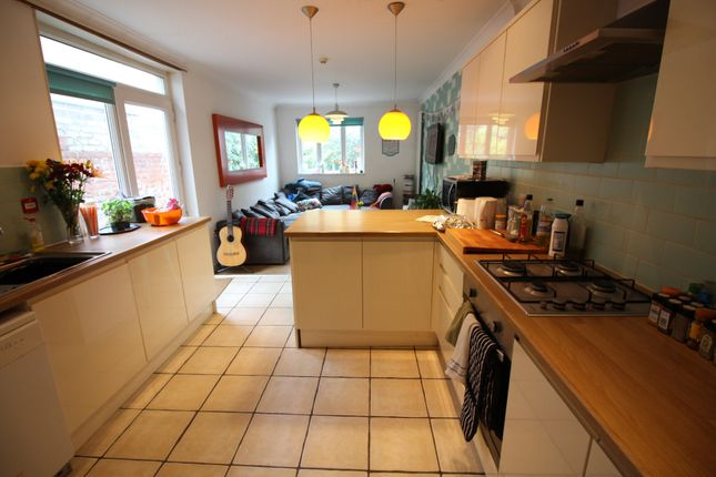 Thumbnail Flat to rent in City Road, Roath, Cradiff