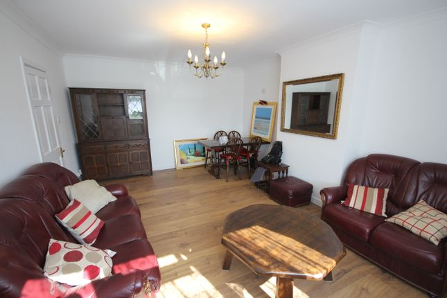 Thumbnail Maisonette to rent in Rosary Close, Hounslow
