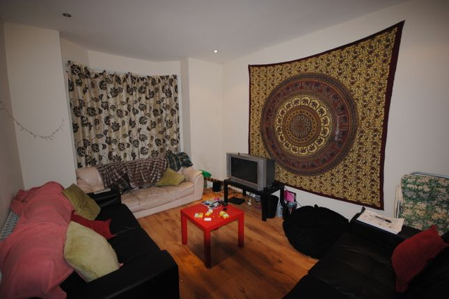 Thumbnail Terraced house to rent in 59 Thornville Road, Hyde Park