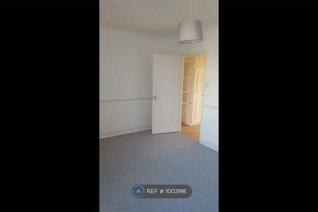 2 bed flat to rent in Compton Street, Eastbourne BN21
