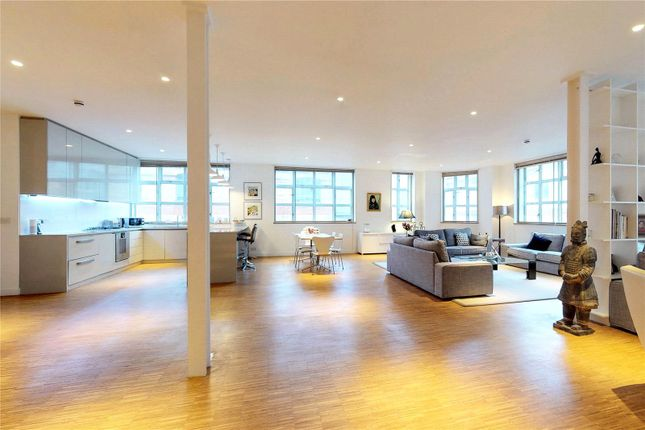 Thumbnail Flat to rent in Shepherdess Walk, London