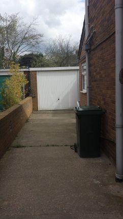 Driveway/Garage - Clayton Drive - 3 Bed Semi For Rent In Thurnscoe