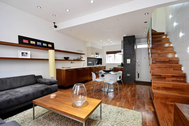 Thumbnail Maisonette to rent in Shorts Gardens, Covent Garden