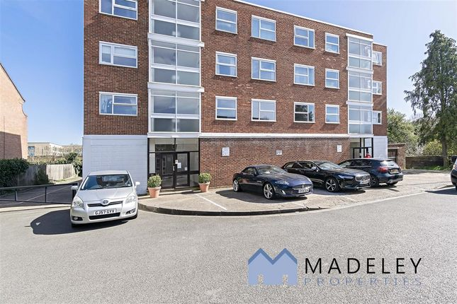 Flat to rent in Chatsfield Place, Park View Road, Ealing
