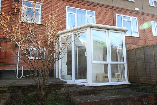 Flat to rent in Holybrook Road, Reading, Berkshire